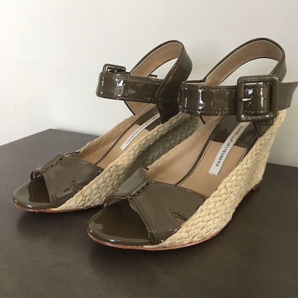 reliable official site sale online Diane von Furstenberg Patent Leather Thong Wedges GitjFGu0